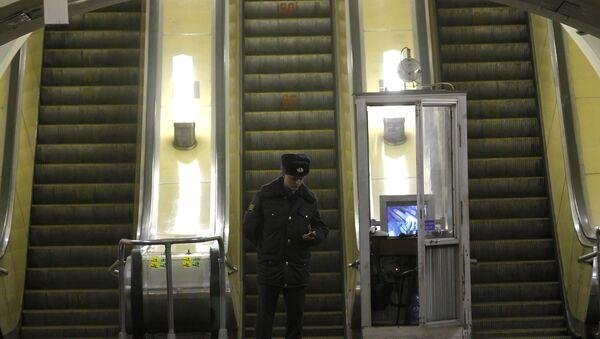 Милиция в метро. Архив