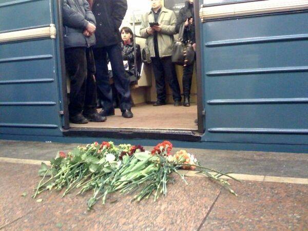 Цветы на станции метро Лубянка