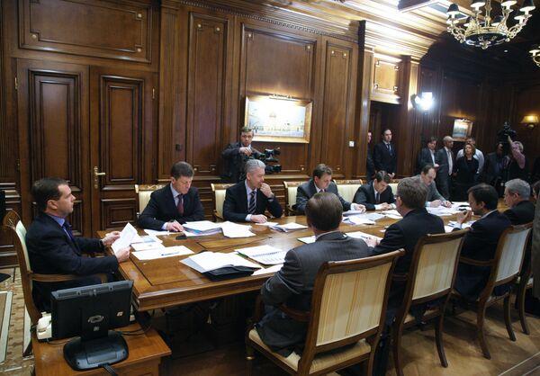 Дмитрий Медведев провел совещание в резиденции Горки