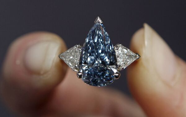 Синий алмаз из коллекции De Beers Millennium Blue Diamond