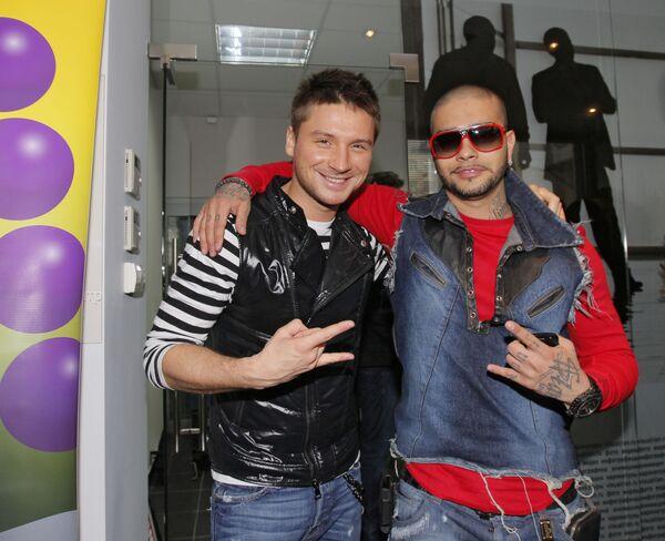 Тимати и Сергей Лазарев после пресс-конференции, посвященная национальной телевизионной Премии Муз-ТВ 2010