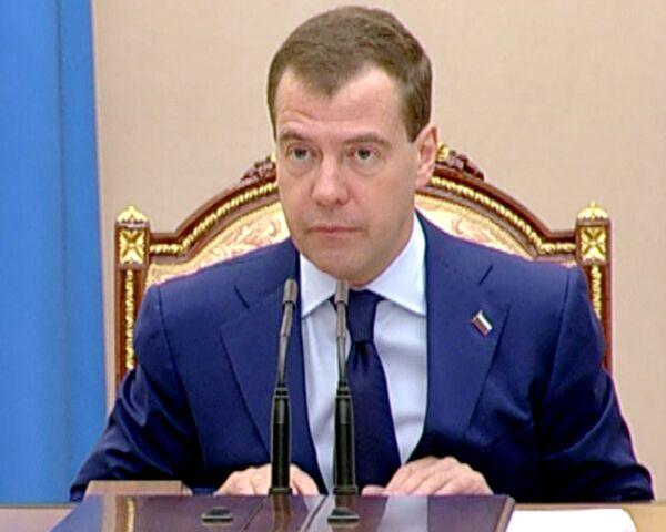 Сотрудники администрации президента скоро раскроют доходы - Медведев