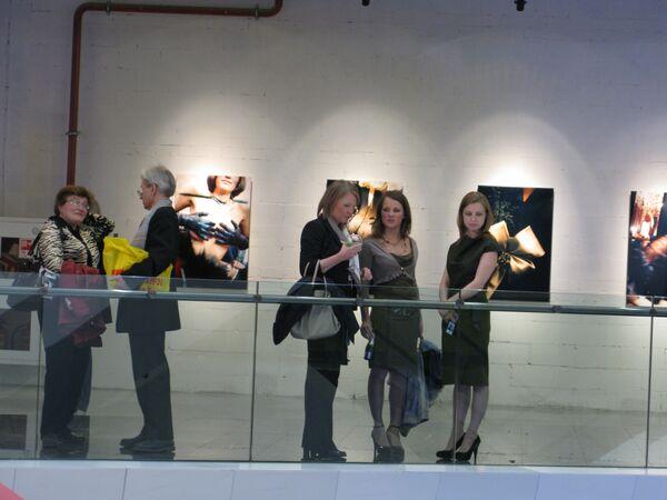 В галерее «Город-столиц», обосновавшейся в одной из башен Москва-Сити, показывают сразу несколько фотопроектов