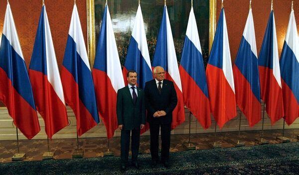 Президент России Дмитрий Медведев и президент Чехии Вацлав Клаус в Праге