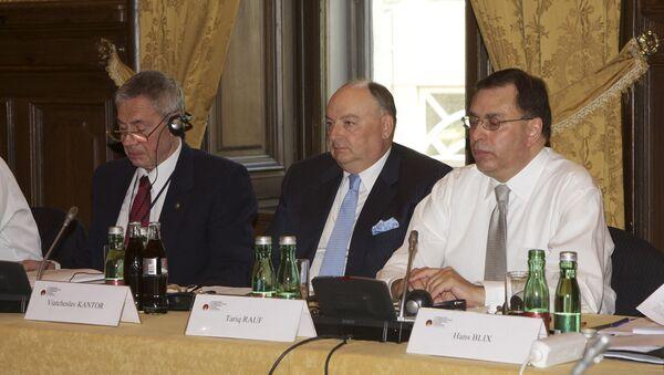 Заседание Рабочей группы Люксембургского форума в Вене. В центре - президент форума Вячеслав Кантор.