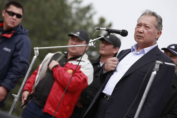 Бакиев и его сторонники направились на митинг на юге Киргизии