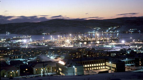Панорама Мурманска и порта со смотровой площадки. Архив