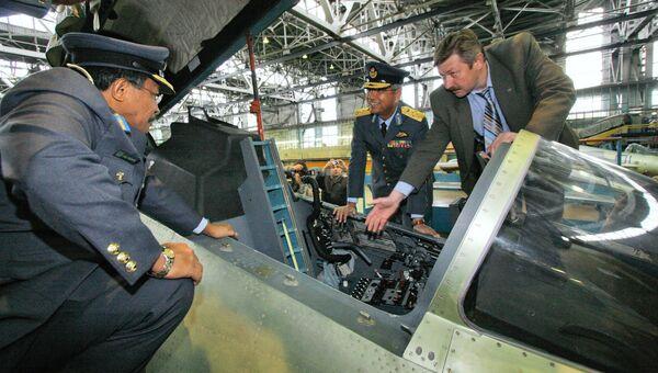 Делегация ВВС Малайзии осматривает российские истребители