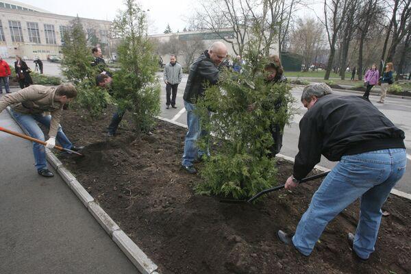 Власти Москвы призывают москвичей выйти 24 апреля на субботник