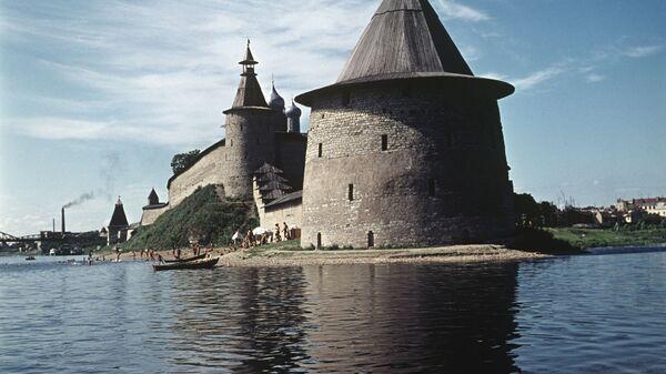 Вид на Псковский кремль. Архив