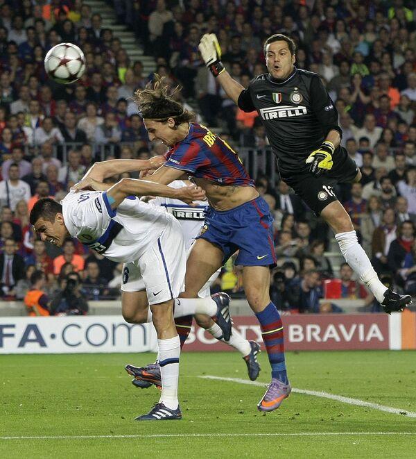 Игровой момент матча Барселона - Интер