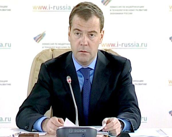 Медведев призвал развивать отечественные технологии в ядерной медицине