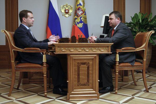 Президент РФ Д.Медведев встретился с главой Минобороны РФ А.Сердюковым
