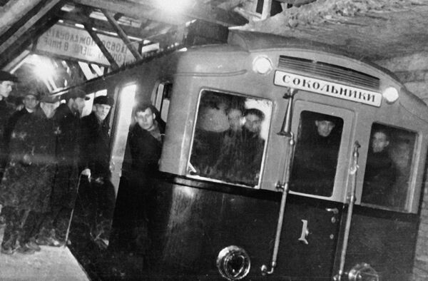Первый поезд Московского метро. Архив