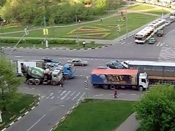 Водители подолгу стояли в пробках, пропуская иностранные делегации 8 мая