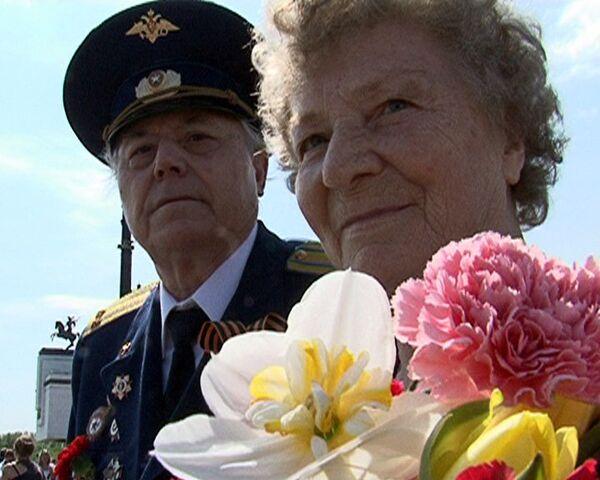 Самых разных людей на улицах Москвы объединил День Победы