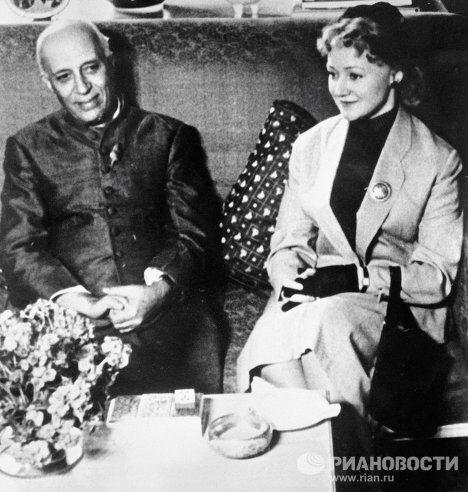 Народная артистка СССР Людмила Касаткина и Джавахарлал Неру