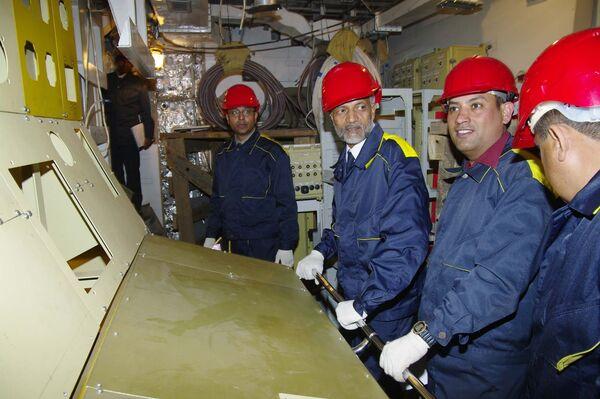 Вице-адмирал Надель Нираджан Кумар посещает авианосец Викрамадитья, который модернизируют на 2Севмаше