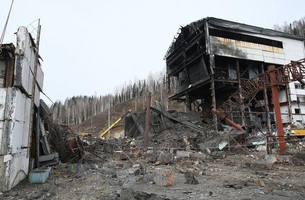 Вертикальный ствол шахты Распадская после аварии.