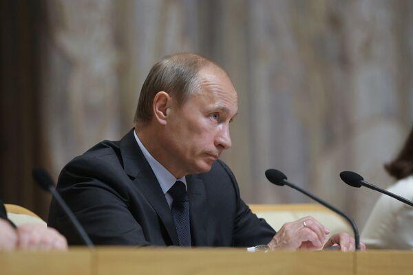 Премьер-министр РФ Владимир Путин на заседании в Доме правительства РФ. Архив