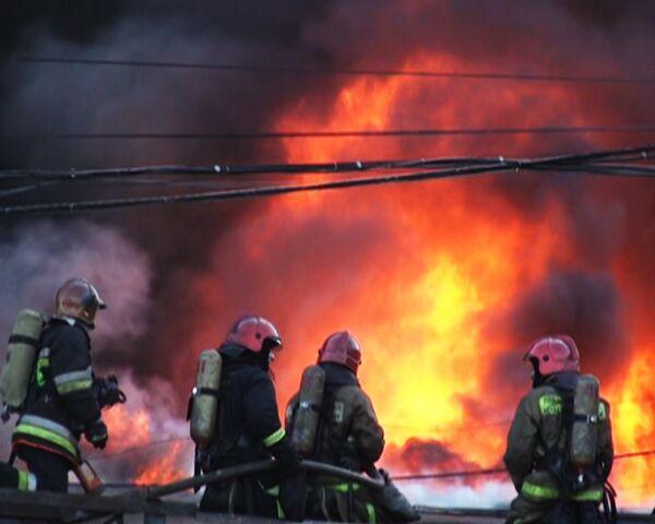 Пожар на Бадаевских складах в Санкт-Петербурге. Видео с места ЧП