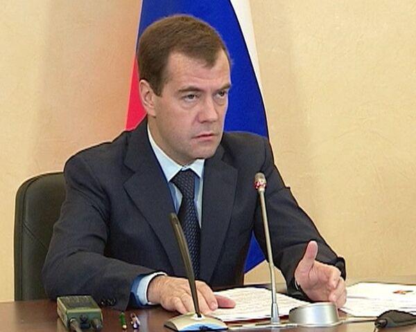 Медведев раскритиковал технику связи в армии