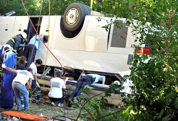 Автобус с российскими туристами упал в реку в Турции
