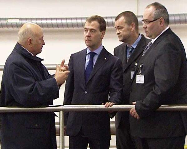 Лужков показал Медведеву, как очищают воду в столице