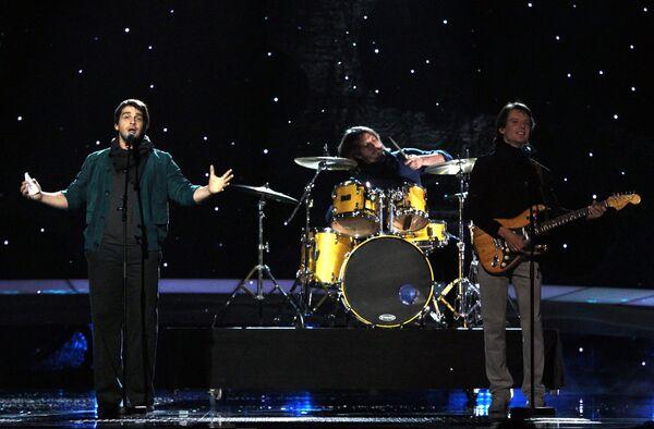Российский участник Евровидения-2010 Петр Налич во время выступления в первом полуфинале конкурса.