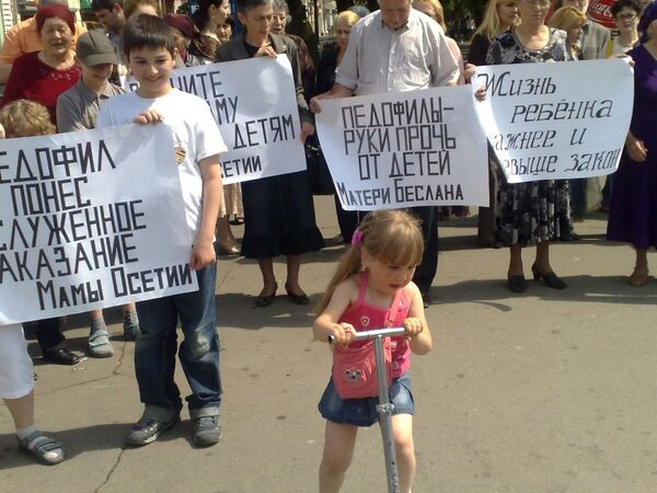 В центре Владикавказа прошла Акция в поддержку женщины убившей предполагаемого насильника своей четырехлетней девочки