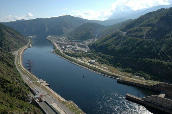 Виды Саяно-Шушенской ГЭС на сибирской реке Енисей. Архив