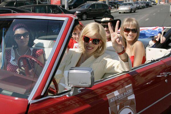 Знаменитые женщины за рулем автомобилей