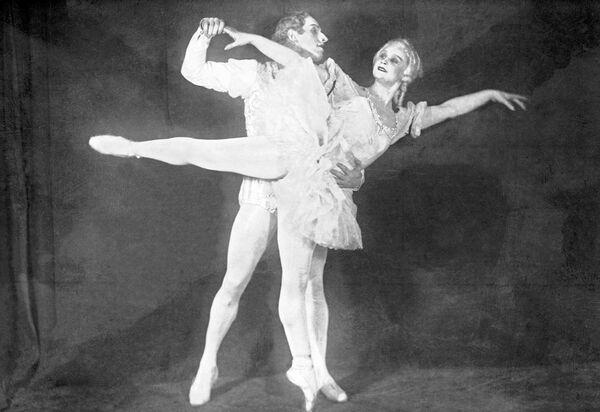 М. Семенова и А. Ермолаев в балете Петра Чайковского Щелкунчик