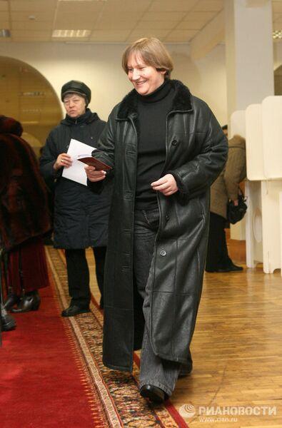 Голосует Елена Батурина