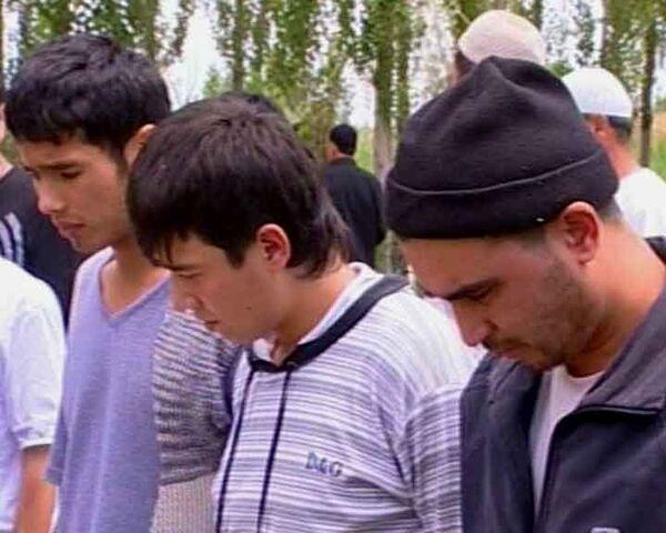 В Оше хоронят жертв столкновений. Видео с места событий