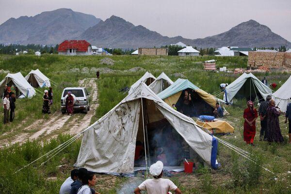 Лагерь киргизских беженцев в городе Ош. Архив