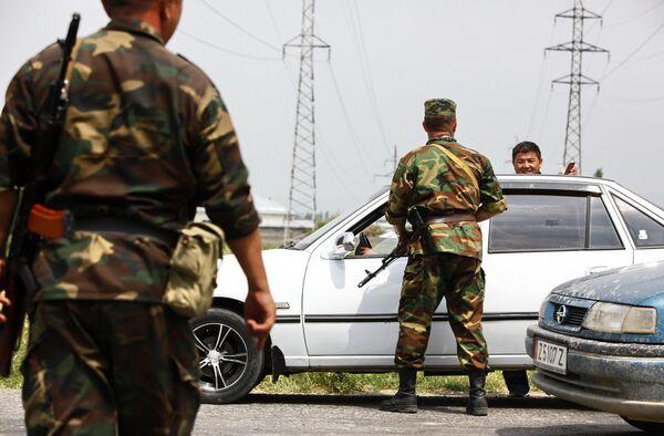 Спецслужбы Киргизии задержали джип с оружием и боеприпасами, сообщает источник