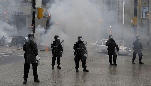 Акция протеста антиглобалистов в Торонто перед открытием саммит G20