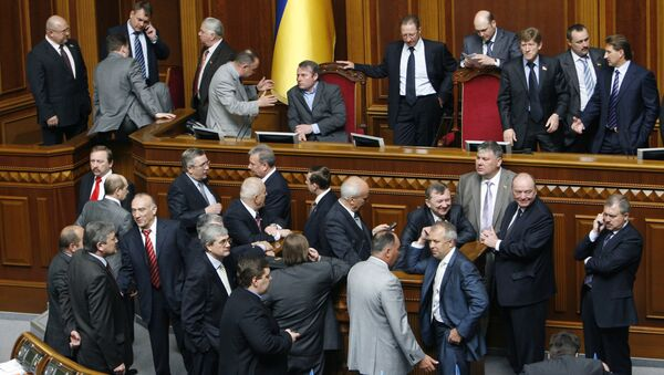 Депутаты от фракции БЮТ блокируют трибуну Верховной Рады. Архив