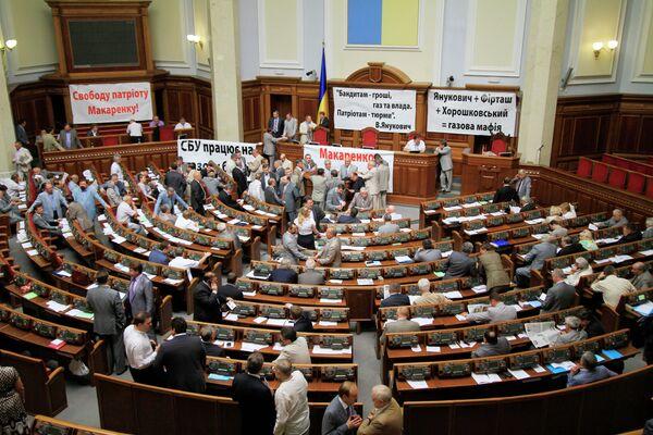 Депутаты БЮТ заблокировали президиум перед заседанием Рады. Архив