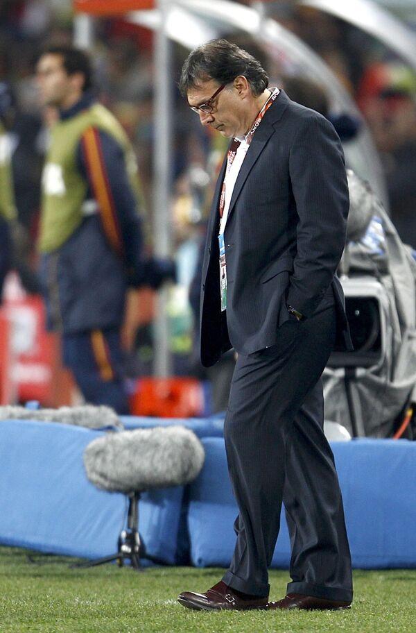Главный тренер сборной Парагвая по футболу Херардо Мартино во время матча против сборной Испании на ЧМ-2010