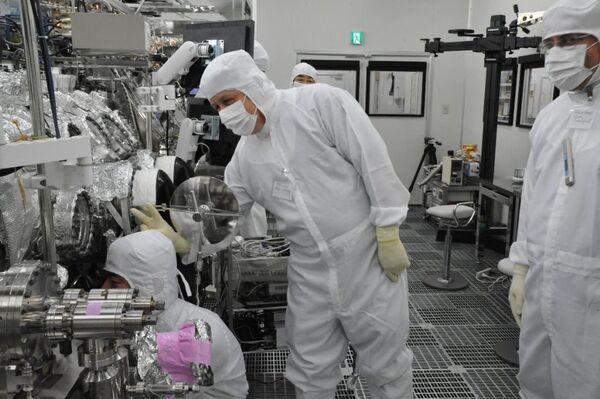 Ученые представили фотографии частиц с космического зонда Хаябуса