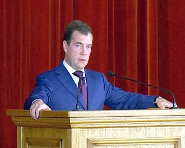 Медведев определил новый Отче наш для дипломатов