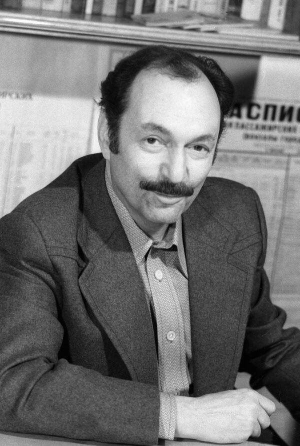 Писатель Аркадий Адамов