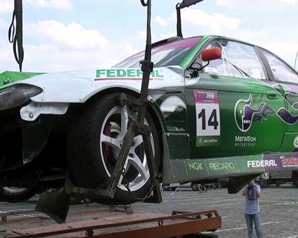 Разбившийся  Nissan X200 увезли с трассы Формулы-1 на эвакуаторе