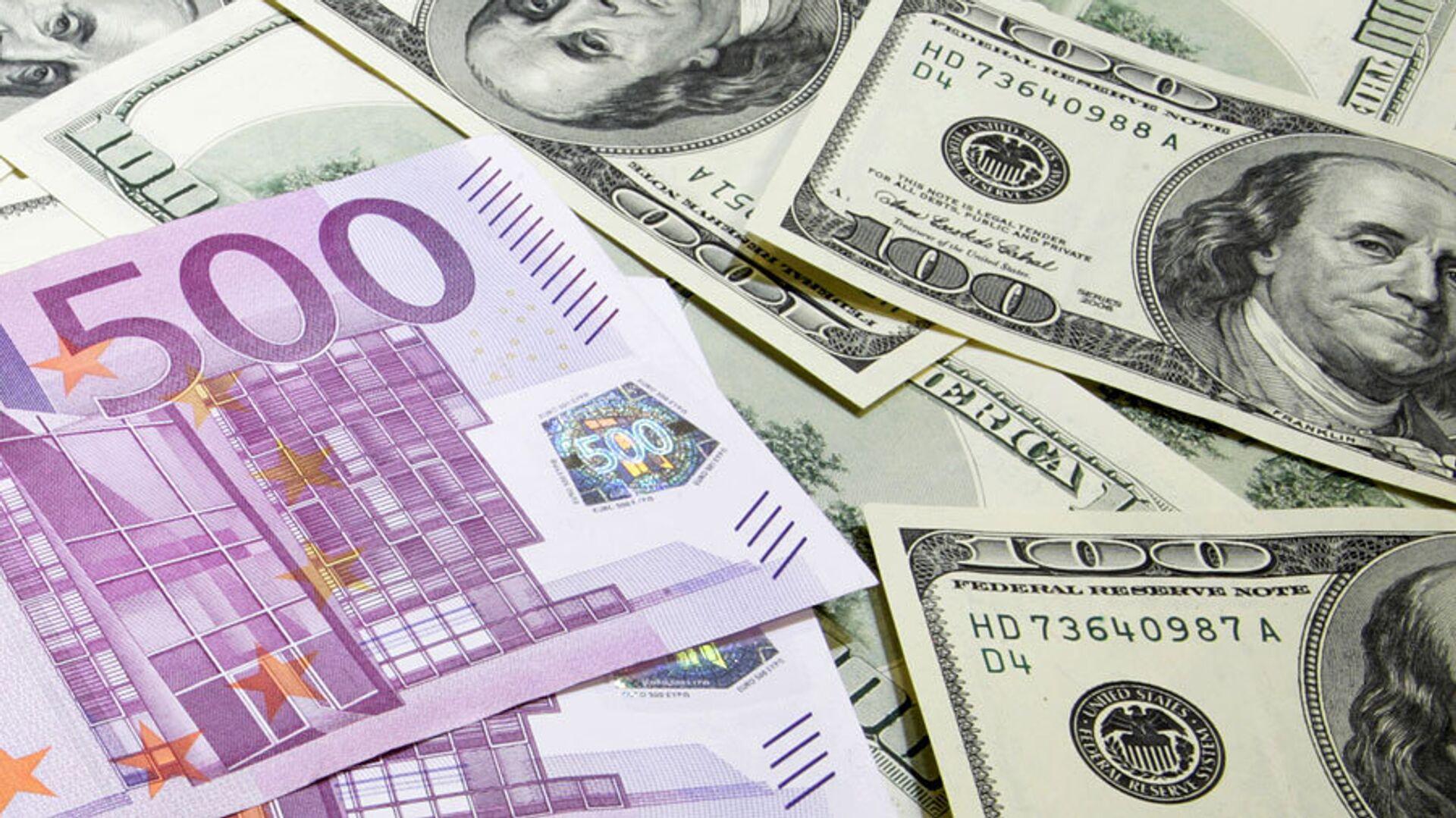 Финансист рассказал, почему евро выгоднее доллара