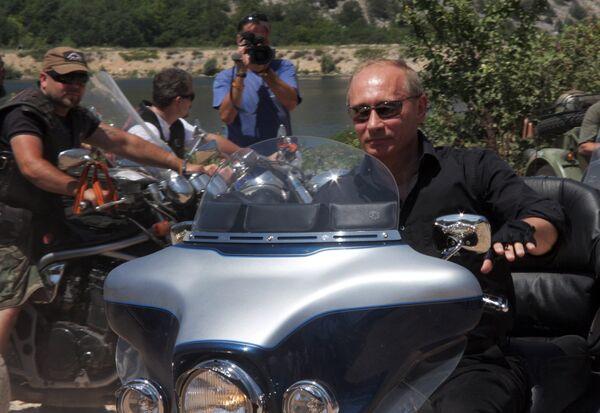 Путин приехал на байк-шоу в Севастополе