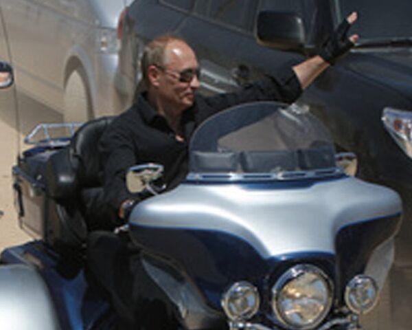 Путин приехал на байк-шоу под Севастополем на Харли Девидсоне