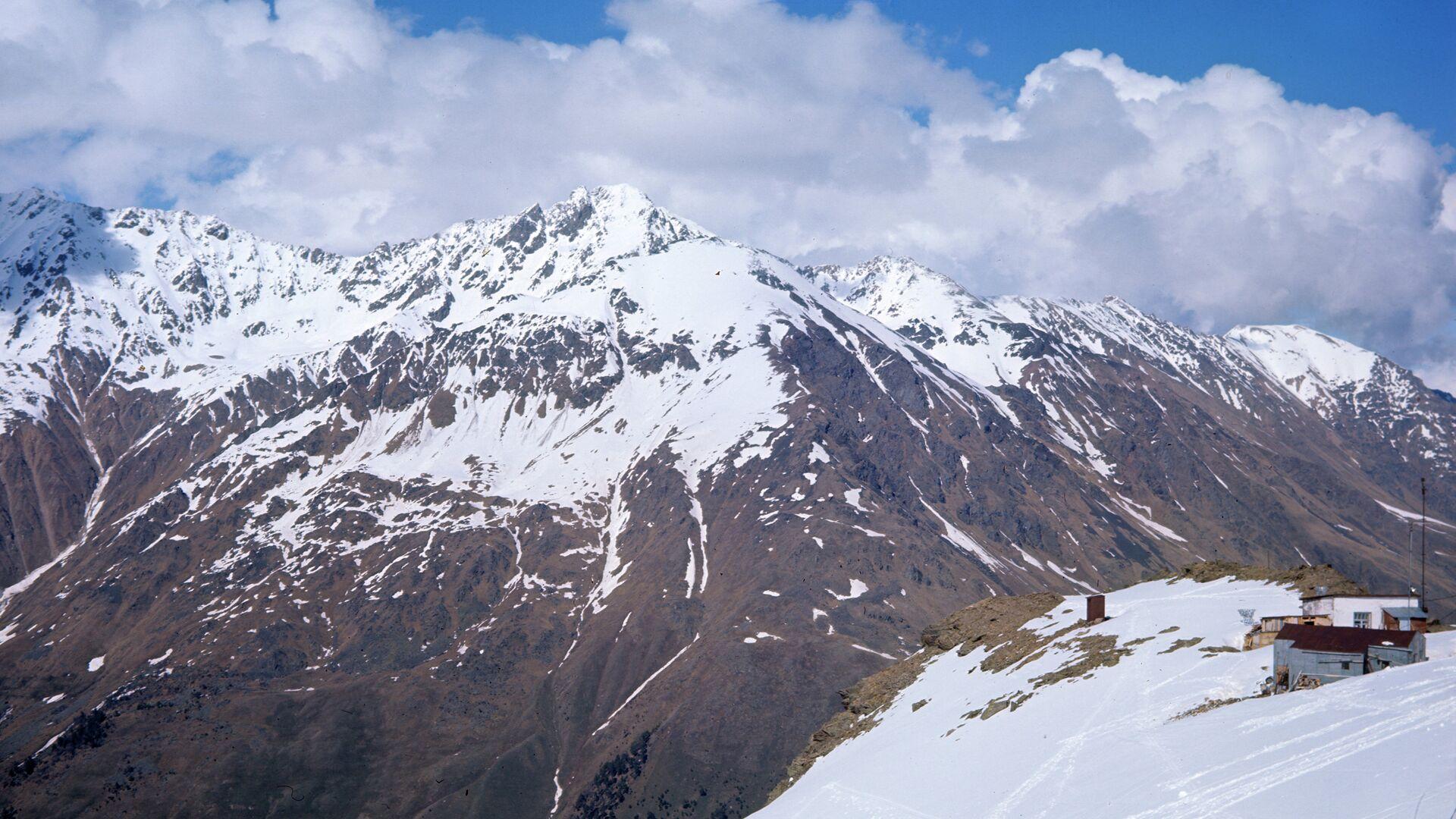На Эльбрусе нашли тела пропавших больше недели назад альпинистов