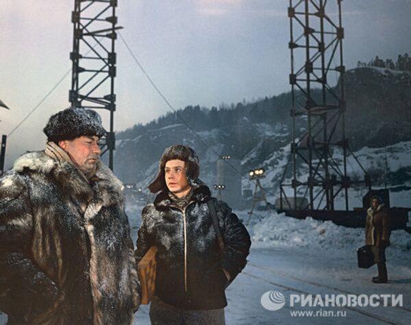 Кадр из кинофильма Люди на мосту